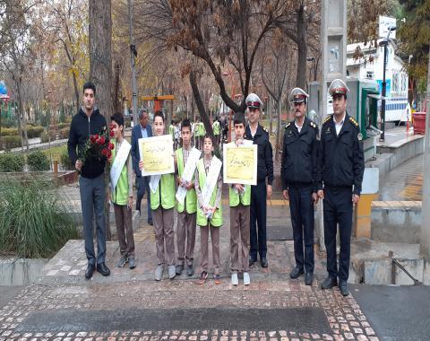 آموزش رفتارهای صحیح ترافیکی به دانش آموزان مدرسه